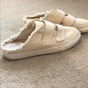 Universal Thread slip on shoes